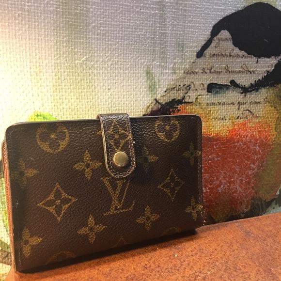 38e18a4618 Louis Vuitton Handbags - 🌸SALE🌸Auth. LV Porte Monnaie Viennois Kisslock